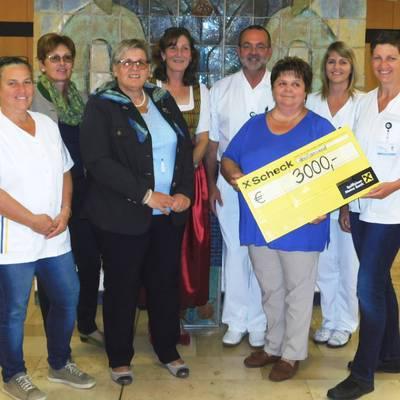 Spendenübergabe der Bäuerinnen an das Palliativteam