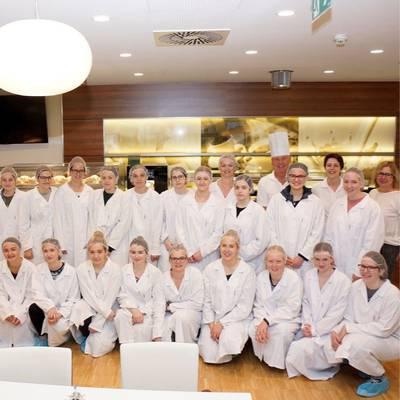 HLW besuchte Betriebsküche im LK Amstetten