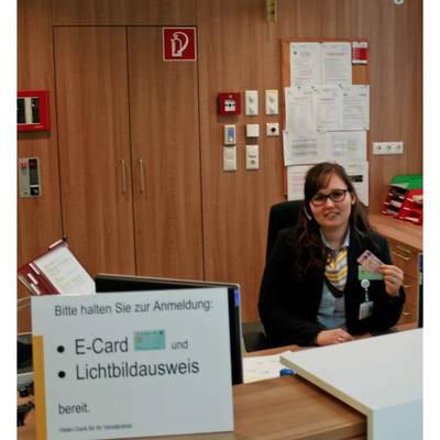 Mit dem Lichbildausweis und E-Card zur Anmeldung