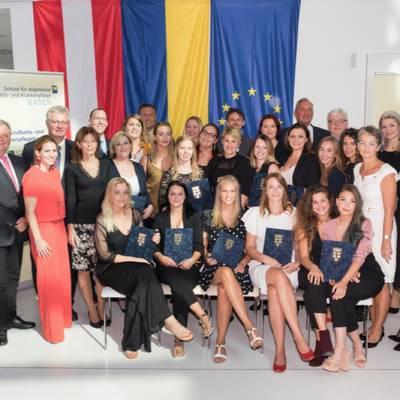 Gleich zwei Jahrgänge schließen erfolgreich ab! Feierliche Diplom- und Abschlussfeier der Schule für allgemeine Gesundheits- und Krankenpflege Baden