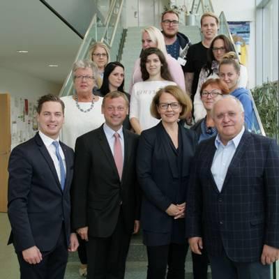 Teschl-Hofmeister besucht Krankenpflegeschule