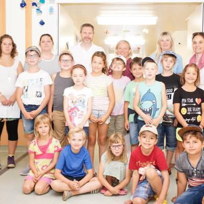 Kinder der Ferienbetreuung Amstetten besuchten das Landesklinikum Amstetten